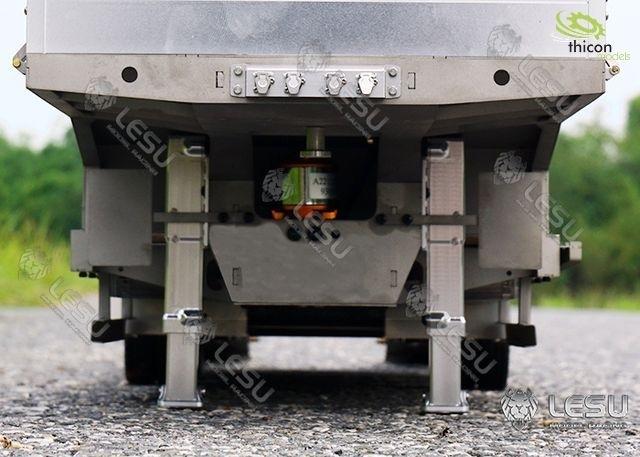 Paar elektrische aanhangwagensteunen gemaakt van metaal