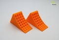 Wielblokken fel oranje met zwarte houder  2 stuks